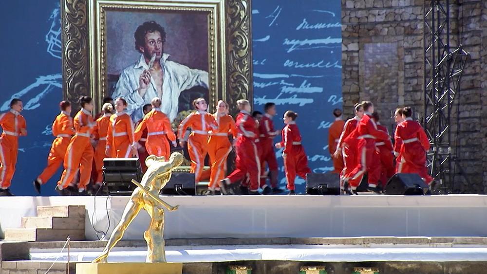 В Петербурге прошел посвященный Пушкину грандиозный праздник фонтанов